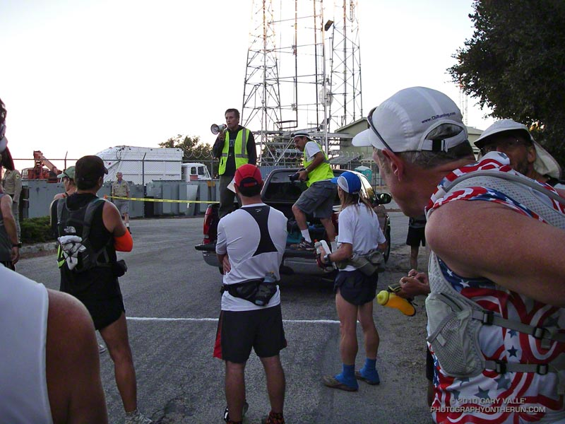 Mt. Disappointment Race Director Gary Hilliard briefing runners about the course.