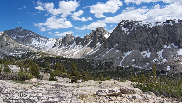 Kearsarge Pinnacles and University Peak.
